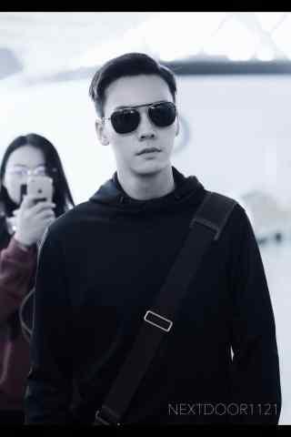 陈伟霆机场长腿小哥哥手机壁纸