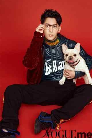 熊梓淇抱着狗狗写真手机锁屏