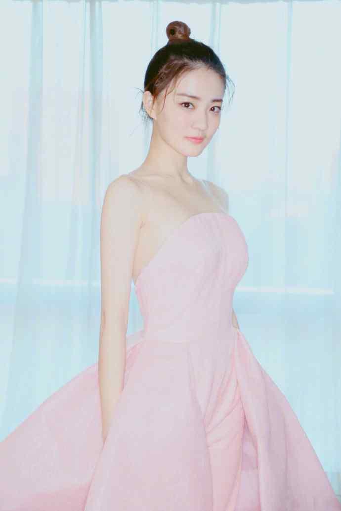 徐璐露背粉色长裙性感写真图片