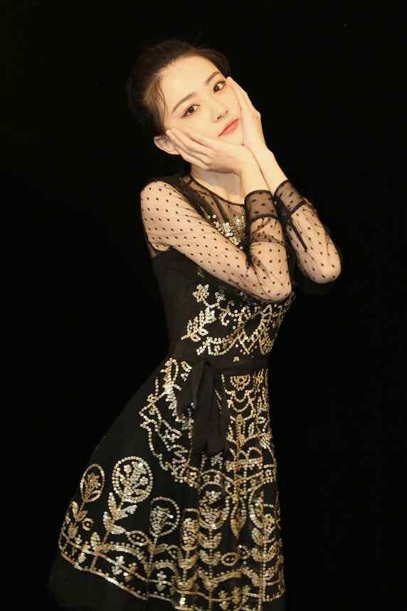徐璐蕾丝纱裙灵动俏皮活动写真图片