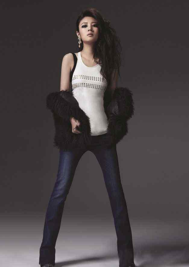 安以轩拍摄时尚杂志图片