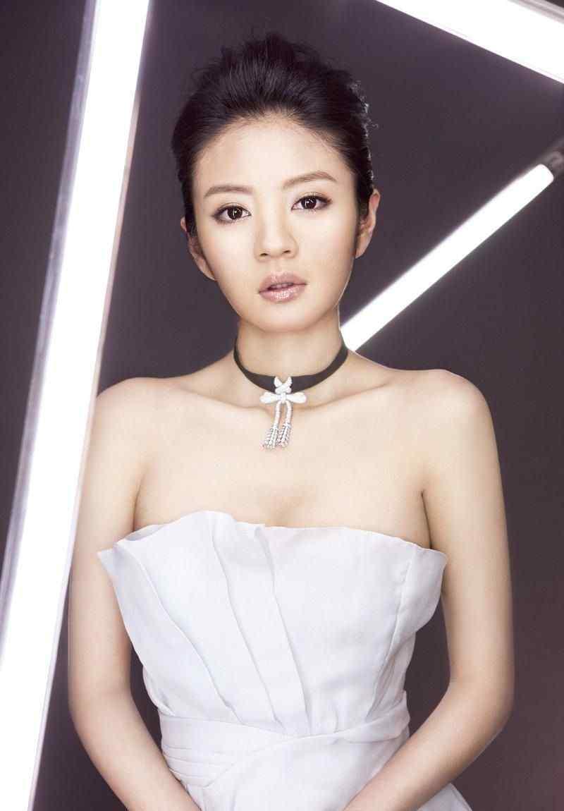 安以轩登风尚志杂志封面图片优雅动人