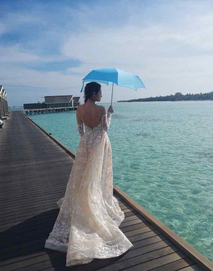 安以轩婚纱照图片