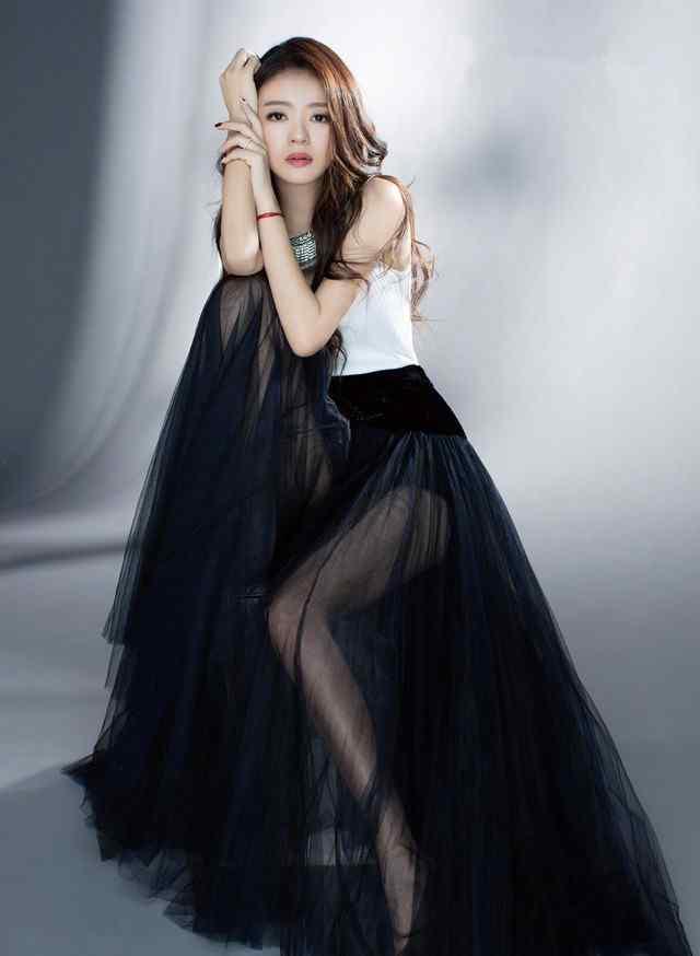 安以轩时尚气质写真图片