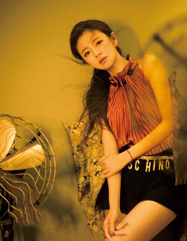 安以轩香肩美腿优雅性感写真图片