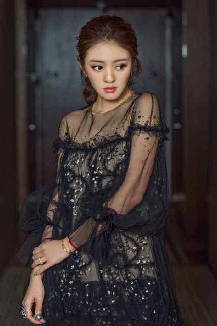 安以轩黑色透视纱裙性感写真图片