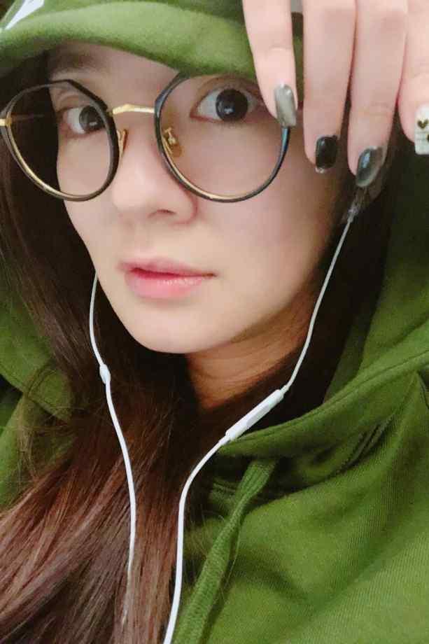 安以轩甜美自拍图片