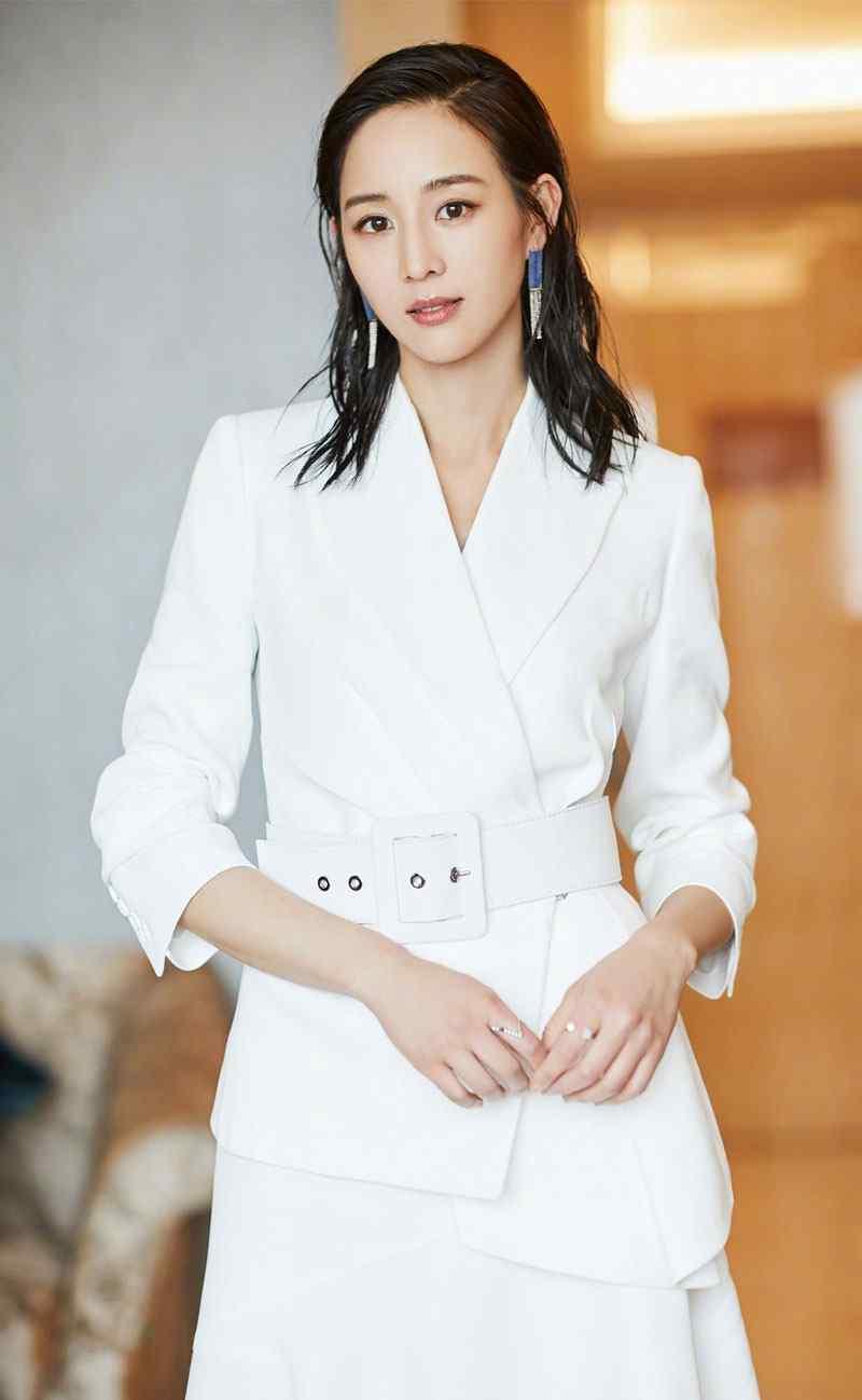 张钧甯白色西装裙套装性感发布会写真图片