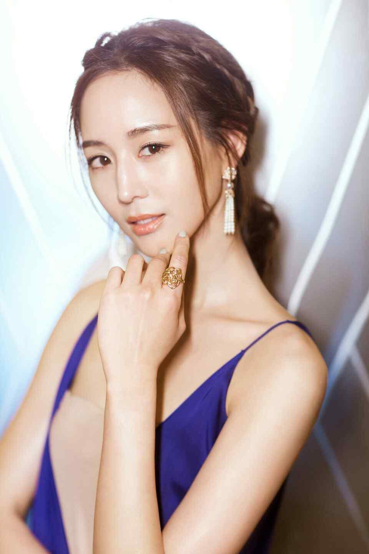 张钧甯蓝色吊带长裙礼服性感图片