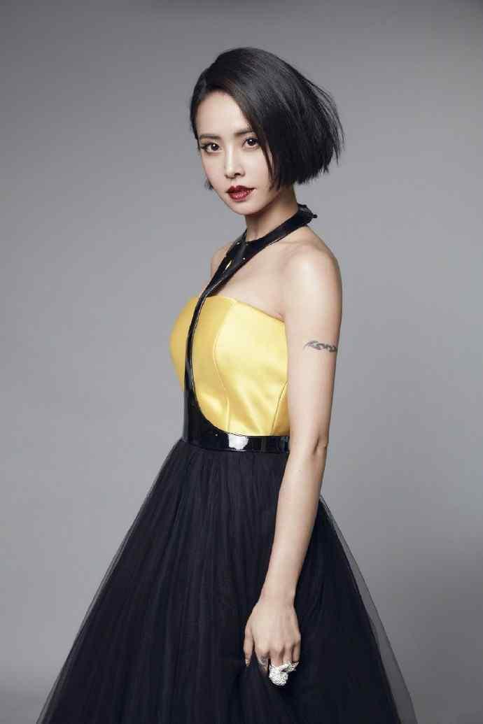 蔡依林性感黑色抹胸长裙迷人写真高清壁纸图片