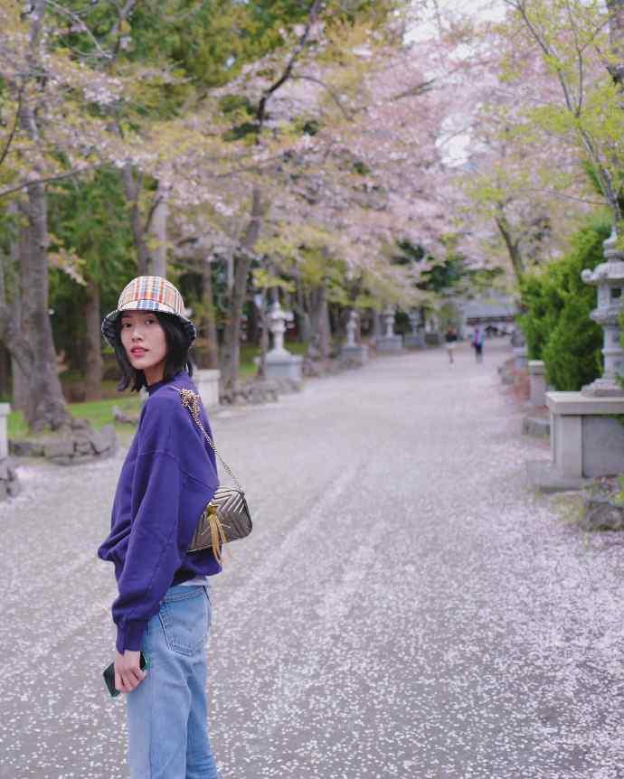刘雯日本赏樱休闲图片