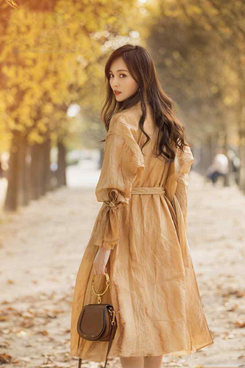 唐嫣优雅迷人秋冬户外写真图片