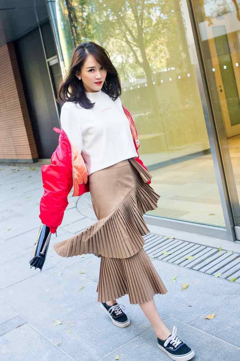 陈乔恩百变造型时尚甜美街拍写真