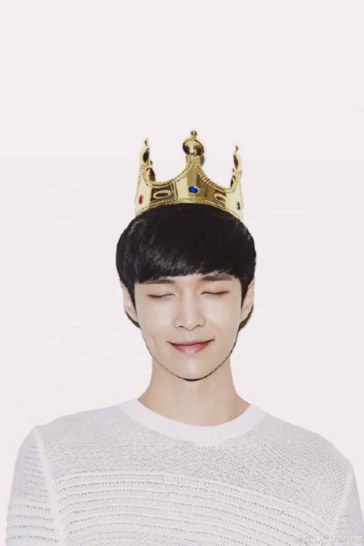 张艺兴可爱皇冠唯美手机壁纸