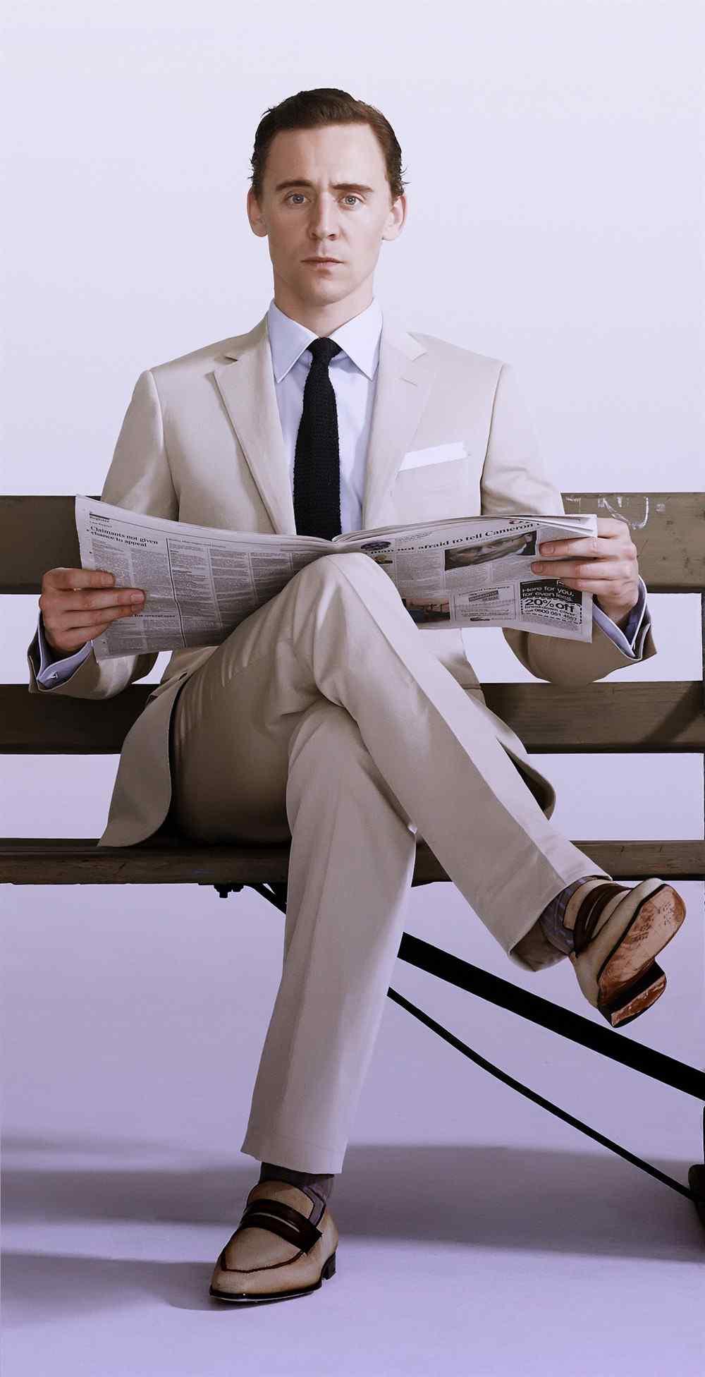汤姆·希德勒斯顿性感西装高清壁纸