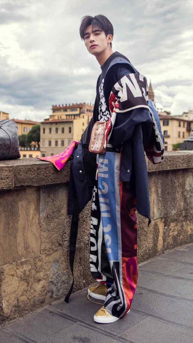 宋威龙潮流时尚户外写真图片