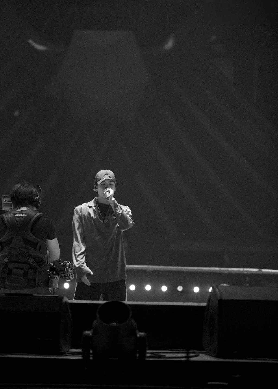 王嘉尔舞台帅气写真图片