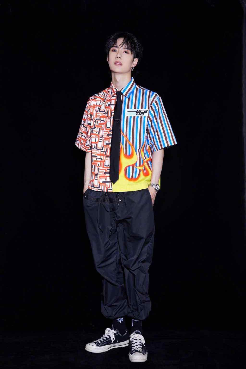 王一博酷炫潮流时尚搭配写真图片