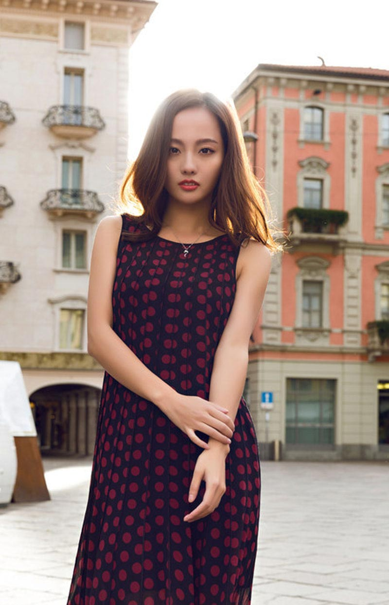 性感辣妈张嘉倪时尚街拍写真图片