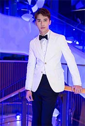 许魏洲时尚活动白色西装写真高清手机壁纸