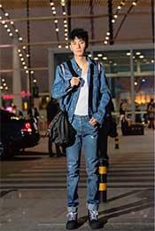 张丹峰牛仔装机场写真图片