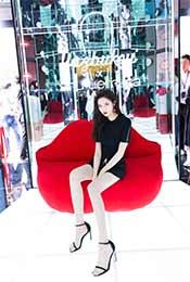 宋妍霏性感美腿高跟鞋写真图片