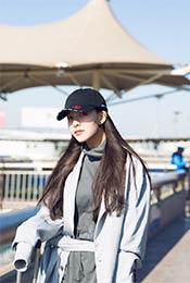 宋妍霏清新可爱机场街拍写真图片