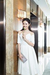 菅纫姿性感抹胸白裙高清手机壁纸图片