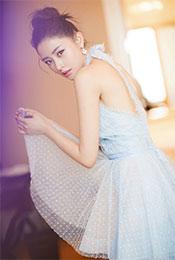 张天爱淡蓝蕾丝长裙妩媚写真图片
