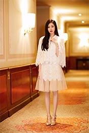 张天爱蕾丝长裙优雅时尚写真图片