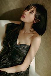张天爱香肩酥胸性感短裙写真图片