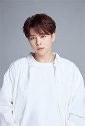 徐海乔白衬衫帅气型男写真图片