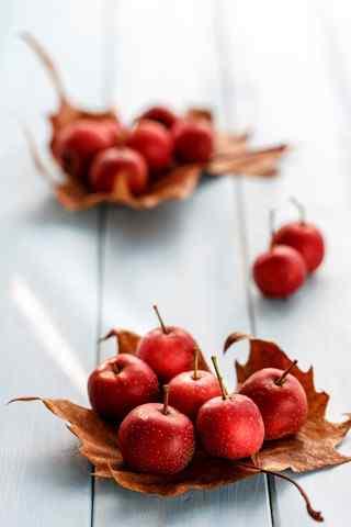 甜美的山楂之秋季养生水果手机壁纸
