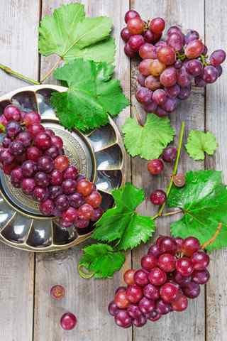 秋季养生之甜美的葡萄手机壁纸