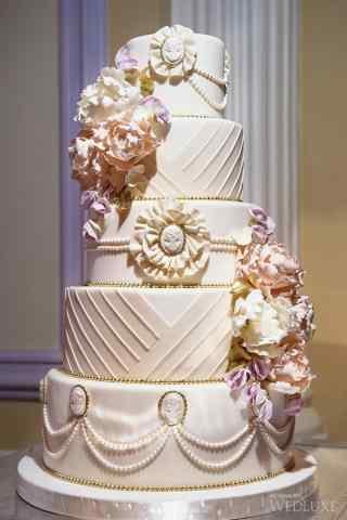 翻糖蛋糕创意礼服式的蛋糕手机壁纸