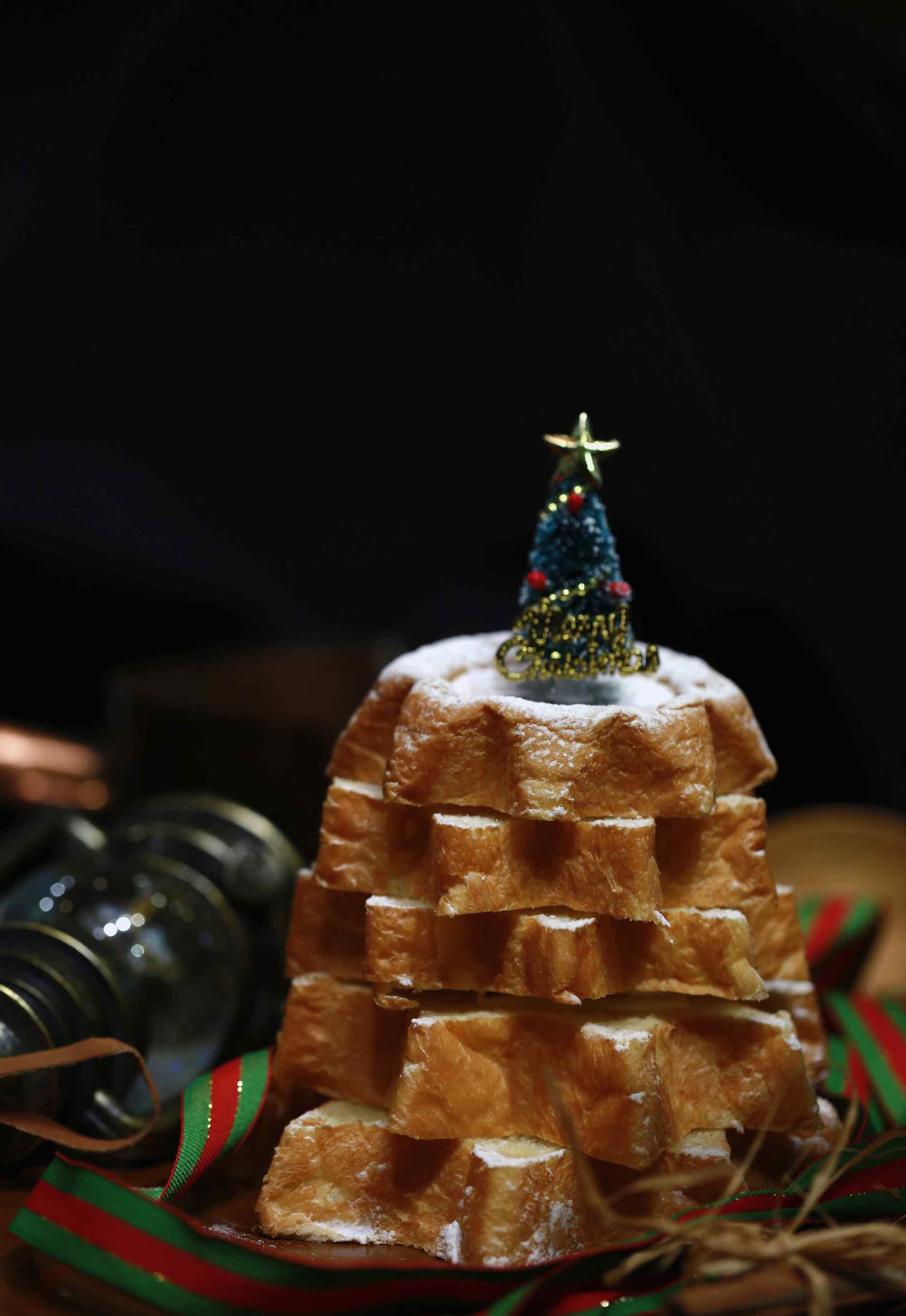 可爱的圣诞节特制小面包图片手机壁纸。奶香浓郁的西式面包甜点,热爱美食的你,是否蠢蠢欲动了呢,快来下载精美壁纸吧。桌面天下为你推荐精美面包图片、面包花式图片大全、唯美下午茶甜点图片、精致西式早餐图片,更多精彩美食图片,敬请关注桌面天下。 标签: