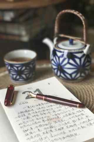 静谧时光书本和茶