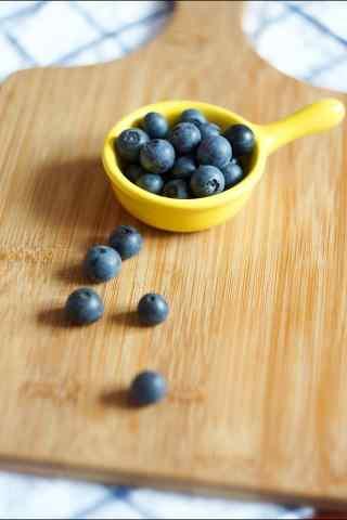 小清新好看的蓝莓手机壁纸