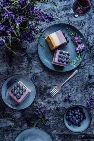 小清新蓝莓慕斯蛋糕手机壁纸