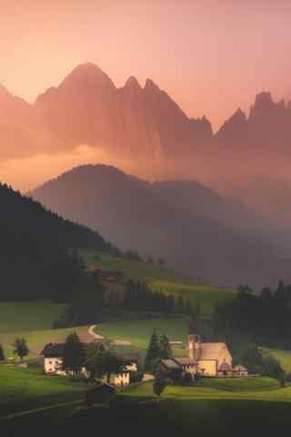 夕阳下的山峰村庄手机壁纸