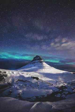 唯美星空下雪山山