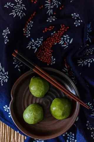 清明节习俗-青团美食手机壁纸