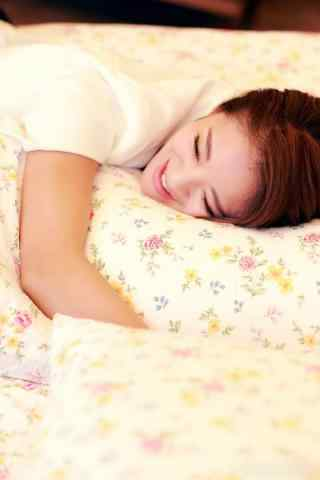 御姐归来艾米尔安以轩超可爱懒床照
