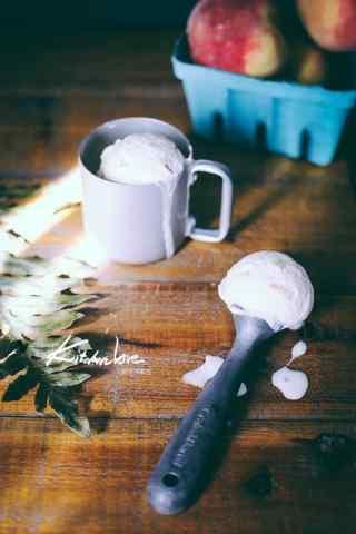 凉爽的奶油冰激凌手机壁纸