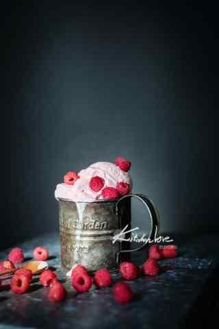甜美可口的草莓冰激凌手机壁纸