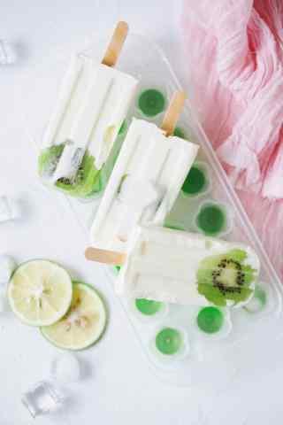 鲜甜可口的猕猴桃奶油棒冰手机壁纸