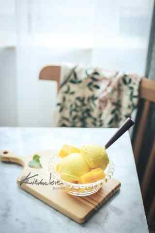 香甜可口的芒果冰淇淋手机壁纸