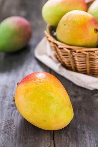 夏季美食酸甜可口的芒果手机壁纸