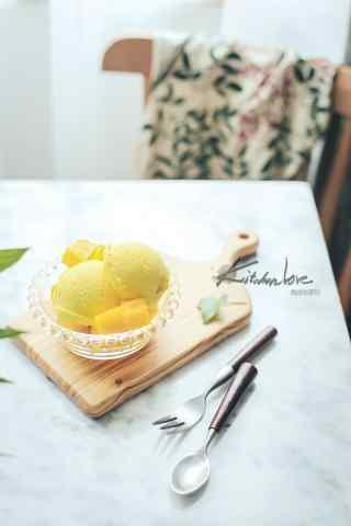 小清新好吃的芒果冰淇淋手机壁纸