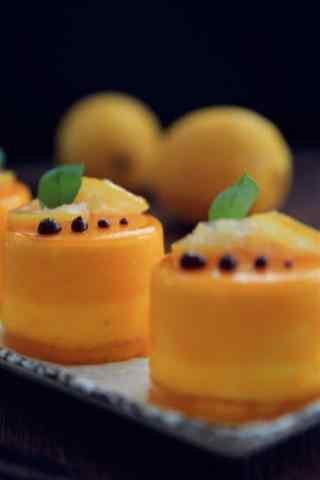 香甜可口的芒果蛋糕手机壁纸